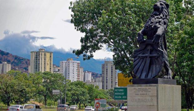 El depuesto León de Caracas, símbolo histórico de la capital de Venezuela. Foto Daniel Hernández_El Estimulo, 8 de diciembre 2018.