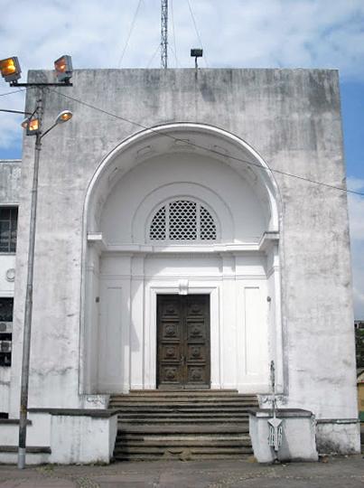 Edificio Nacional de San Cristóbal, estado Táchira. Estado actual de la entrada lateral, monumental, y puerta con batientes romanos