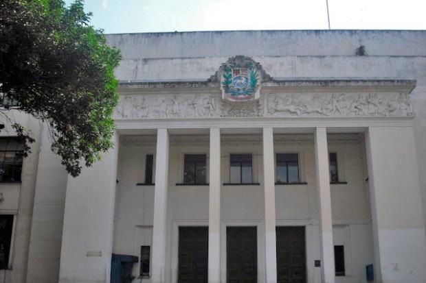 Edificio Nacional de San Cristóbal, estado Táchira. Fachada norte porticada -tetrástila- y principal del Edificio Nacional de la ciudad de San Cristóbal. Foto Samir Sánchez, 2016.