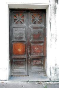 Edificio Nacional de la ciudad de San Cristóbal, estado Táchira. Si bien se consideraría estar ante una de las puertas conservadas por la ceniza en las ruinas de la ciudad de Pompeya