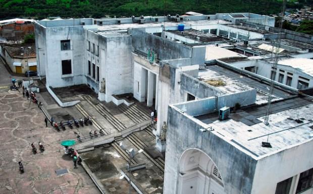 Edificio Nacional de la cuidad de San Cristóbal, estado Táchira. Visión panorámica de la fachada sur del Edificio Nacional de la ciudad de San Cristóbal,