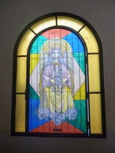 Uno de los vitrales de la iglesia Nuestra Señora de Los Ángeles. Bruzual, Apure. Foto Marinela Araque, enero de 2019.