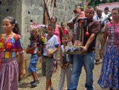 2006. Preparación para e baile del tamunangue en el barrio La Quebradita de Araure, estado Portuguesa. Foto Wilfredo Bolívar.