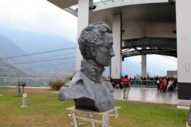 Monumento a El Libertador en el pico Bolívar de Mérida. Patrimonio cultural venezolano. Frontal y lateral derecho del busto de El Libertador realizado en 1933 por Marcos León Mariño. Foto Samuel Hurtado Camargo, marzo 3 de 2019