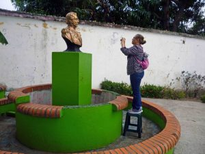 Registro fotogramétrico del busto por Marinela Araque. Foto Samuel Hurtado, abril 2018.