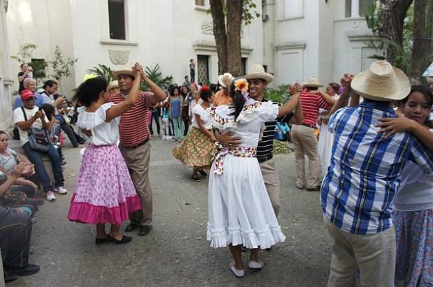 Baile de joropo oriental en el Eje del Buen Vivir, 2014. Foto Luigino Bracci_Alba Ciudad