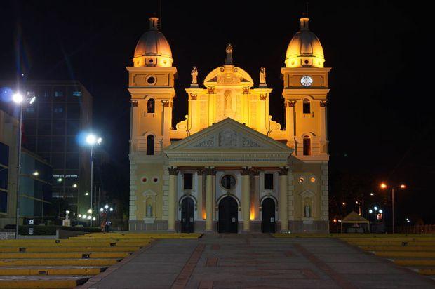 Basílica de Maracaibo, Zulia. Foto Rjcastillo, octubre de 2012.