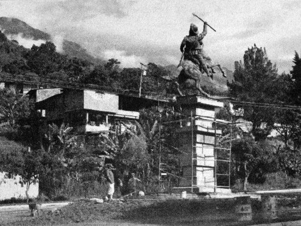 En enero de 2006 restauraron la estatua ecuestre de José Antonio Páez, Mérida. Foto Juan C. Colina. En Cambio de Siglo, enero 28 de 2006. Dig. Samuel Hurtado C. Estatua ecuestre de Páez, patrimonio cultural de Mérida, Venezuela.