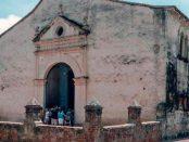 Fachada y lateral derecho de la catedral Nuestra Señora de La Asunción, del Nueva Esparta. Foto The Photographer _ Creative Commons, abril 2014.