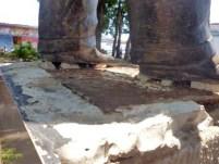 La estatua pedestre de Alberto Arvelo Torrealba en franco peligro. Barinas, estado Barinas. Foto Marinela Araque, abril 2019.