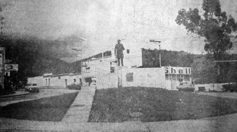 Monumento a Cristóbal Mendoza antes de su inauguración en la redoma homónima. Mérida, Venezuela. Foto El Vigilante, marzo 14 de 1971. Dig. Samuel Hurtado C.