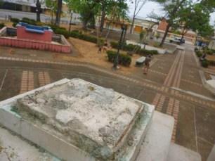 Solo quedó la huella donde estaba la obra de bronce que simbolizaba a Ezequiel Zamora. Barinas, Venezuela. Foto Marinela Araque, marzo 2019.