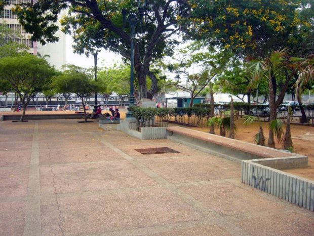 La plaza contigua a la Basílica de la Chiquinquirá, donde estaba el busto de Ricardo Aguirre desde 1983. Foto Wilmer Villalobos, mayo 2019.