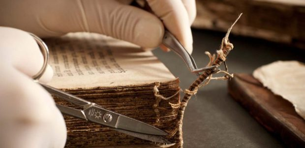 Restauración de libros antiguos, imagen referencial. Foto Gestión de Documentos y Comunicaciones SL en Madrid