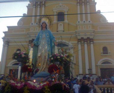La imagen de Nuestra Señora de la Medalla Milagrosa en procesión. Foto Jael Terán_diario Qué Pasa, 2017.