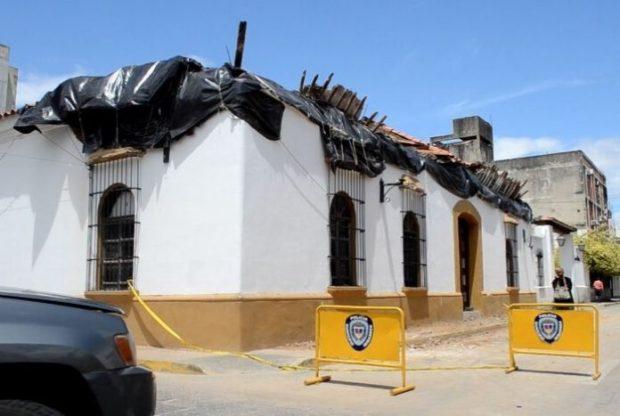 Casona histórica de Barquisimeto, con su techo derrumbado por la desidia. Foto Luis Miguel Rodríguez / diario El Impulso. Oct. 2019.