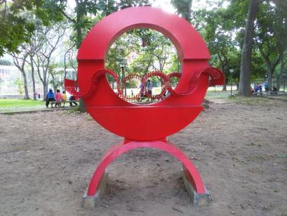 Escultura Ángel Rojo (1981) de Víctor Valera. Foto Carlos Crespo.