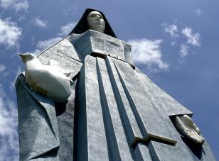Monumento a la Virgen de la Paz, en Trujillo.