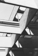 La arquitectura se rinde al sol. Foto Paolo Gasparini, digitalizada por V. Sánchez Taffur.