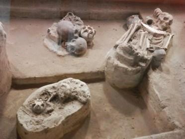 Enterramientos directos, con ornamentos.