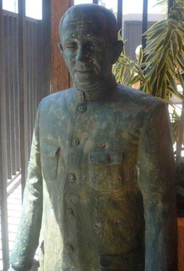 La escultura fue arrastrada por la calle para robarla, año 2011. Foto Marinela Araque.