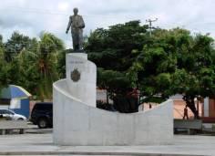 Monumento al Libertador Simón Bolívar en la plaza homónima de Tinaco.