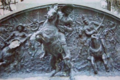 Daños en los relieves del monumento a Páez, año 2003. Foto colección de José Ignacio Vielma. Dig.: Samuel L. Hurtado Camargo.