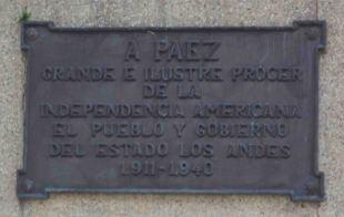 Placa de bronce ubicada en el lateral derecho del monumento a Páez, mayo 2017. Foto Samuel Hurtado Camargo