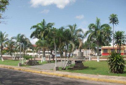 Plaza Ejercito desde la Av. Valmore. Foto Juan Alfredo Ruiz Correa.