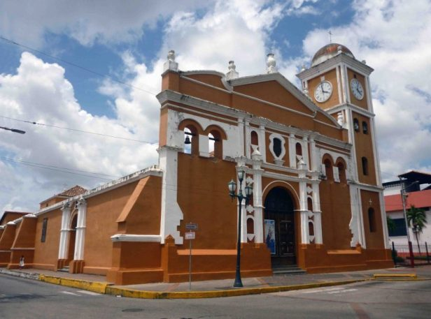 En 2012 la alcaldía, bajo supervisión del Instituto del Patrimonio Cultural, restauró su fachada y la imagen cromática. foto Marinela Araque, 2017.