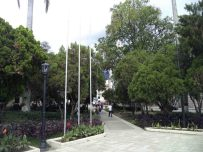 Avenida de la esquina este vista desde el área central de la plaza Bolívar de Mérida. Patrimonio histórico de Mérida, Venezuela.