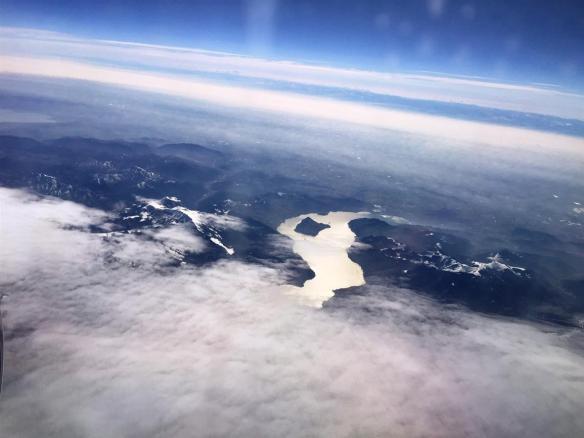 Альпы закончиваются, появляются равнины и реки (а на фото, похоже, ледник)