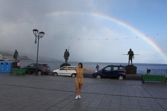В обнимку с радугой