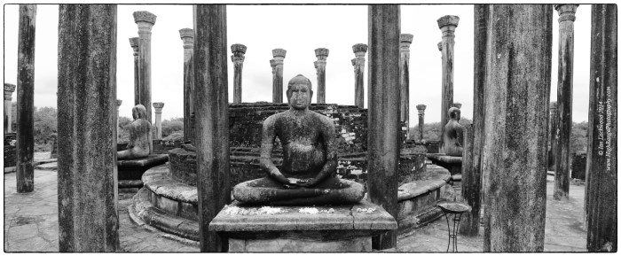 Medirigiriya Vadatage Buddha