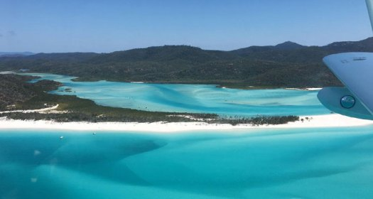 sea plane view of the beautiful whitsunday islands