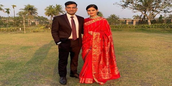 Navjot Simi IPS Husband is Tushar Singla IAS officer from the West Bengal Cadre. He is a brilliant officer.