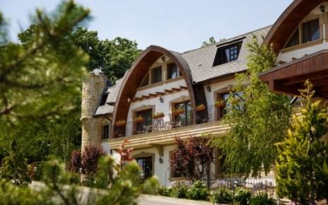 Fondatorii hotelului-restaurant La Castel din Iaşi investesc jumătate de milion de euro în dezvoltarea complexului