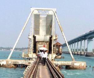 Robotics to test railway