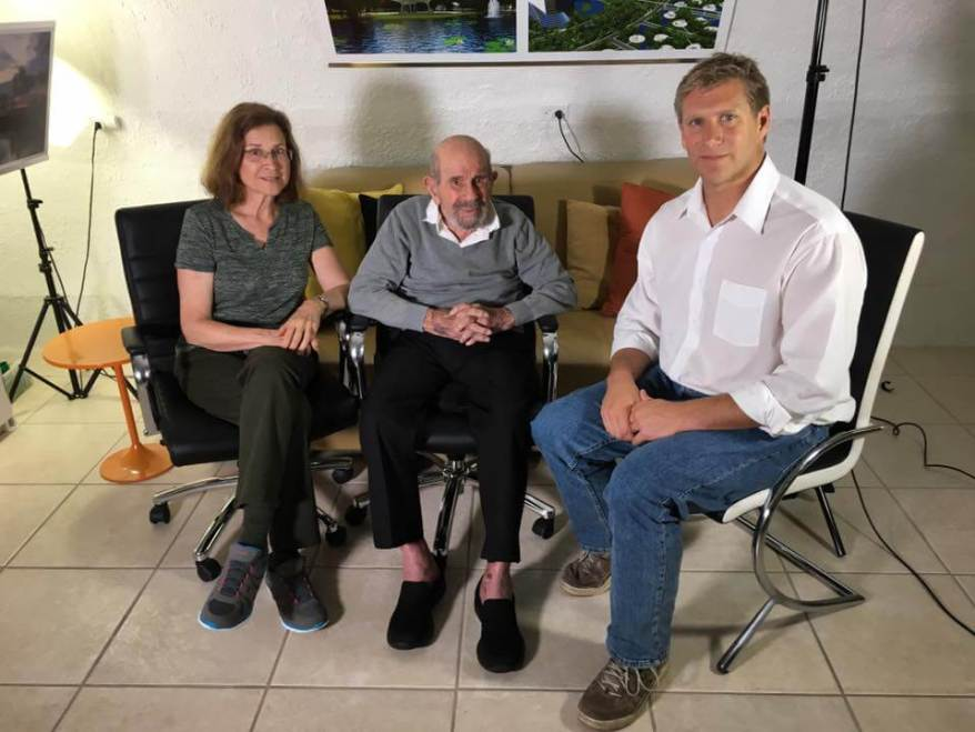 Zoltan Istvan (r) sitting down with Jacque Fresco (m) and Roxanne Meadows. (l) (Photo Credit: Zoltan Istvan)