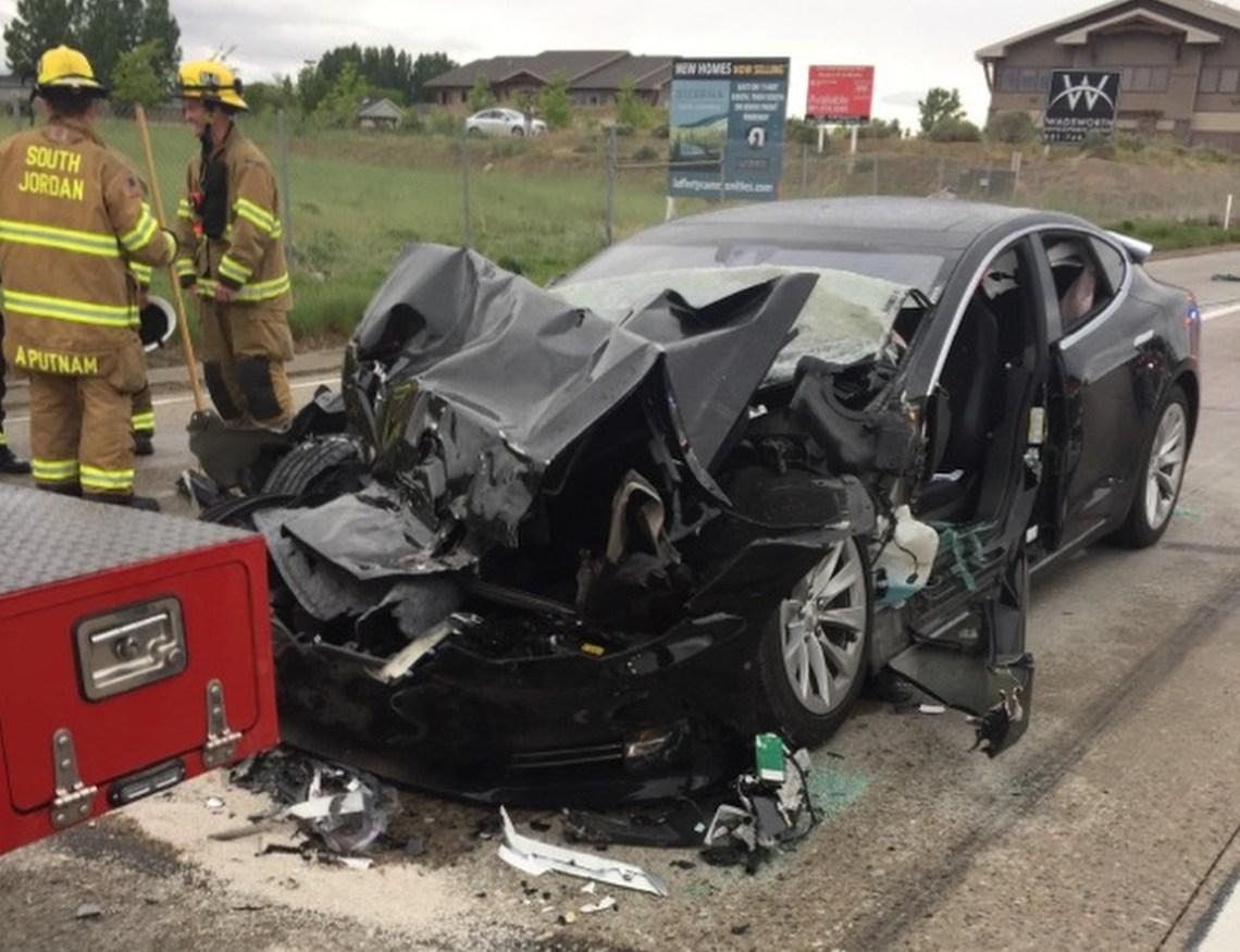 Tesla modèle S Véhicule autonome voiture autonome