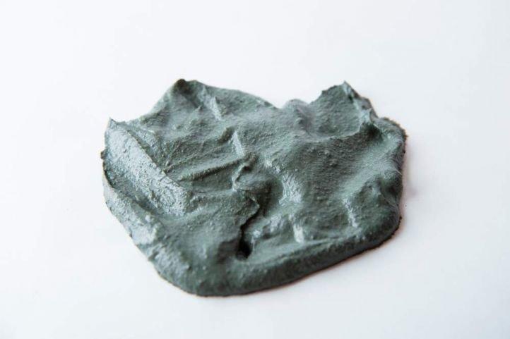 împingeți argila albastră în varicoză)