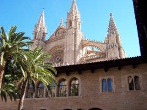 La Seu de Mallorca a Palma, vista des de el pati de l'Almudaina