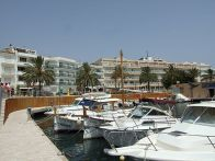 Port de Cala Bona a les Illes Balears