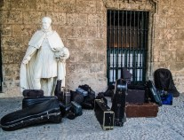 King Fernando VII guarding instrument cases during a concert in the Plaza des Armas