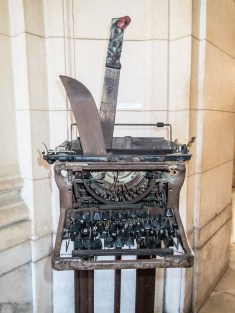 Typewriter with machete, Museum of the Revolution