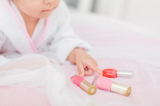 how long does regular nail polish last