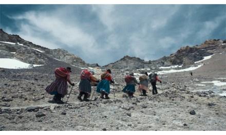 Documental boliviano «Cholitas» gana premio en festival italiano