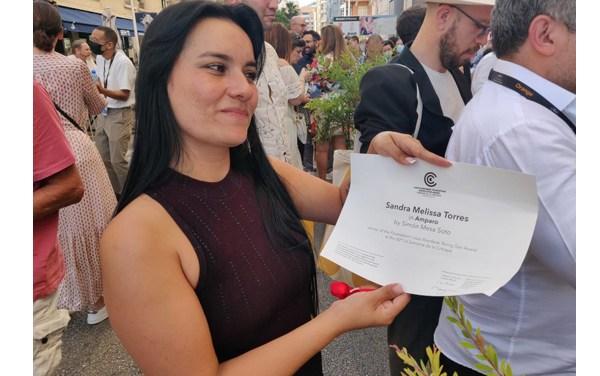 Actriz colombiana Melissa Torres gana premio en Cannes