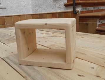 mesita de noche de madera