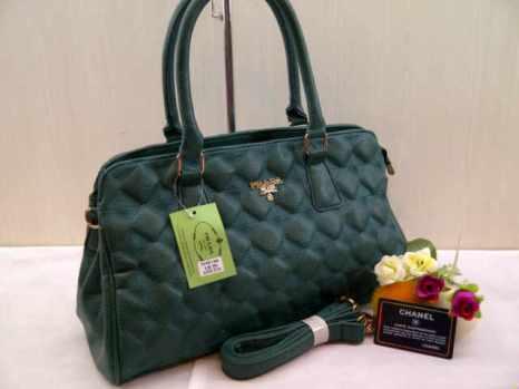 Prada 704018 38x22x14 bahan kulit green 200(1)